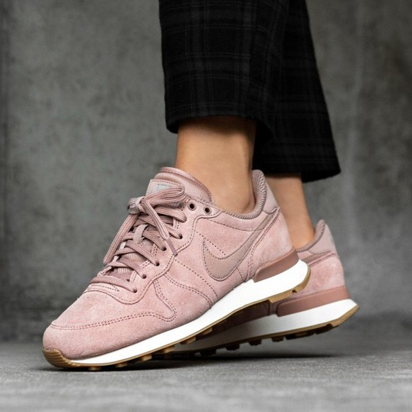 nike internationalist rose